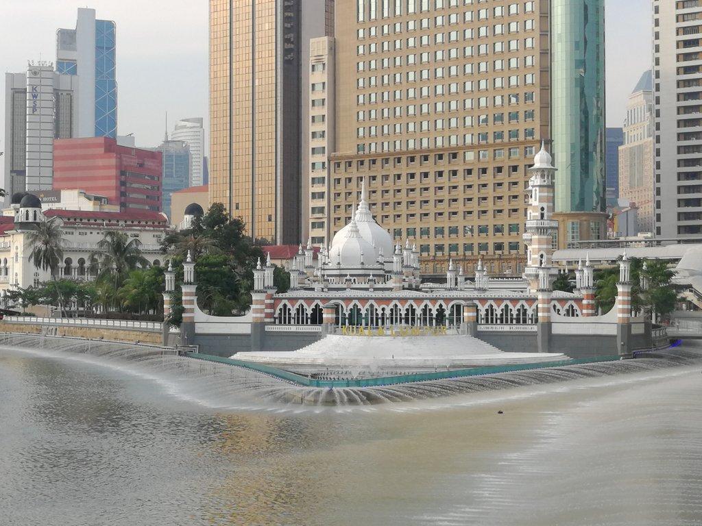 kolam biru masjid jamek