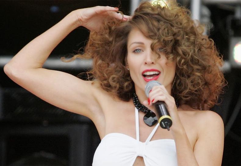 Dannii Minogue voltará aos palcos na próxima semana e promete música nova!