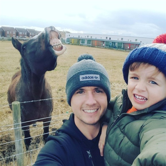 This selfie become famous. Now, the owner of the horse wants money