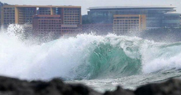 Tsunami Like Waves Hits Busan (+video)