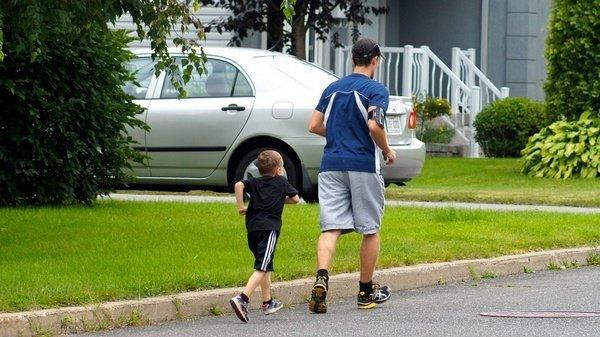 Ayah dan Anak Olahraga Bersama