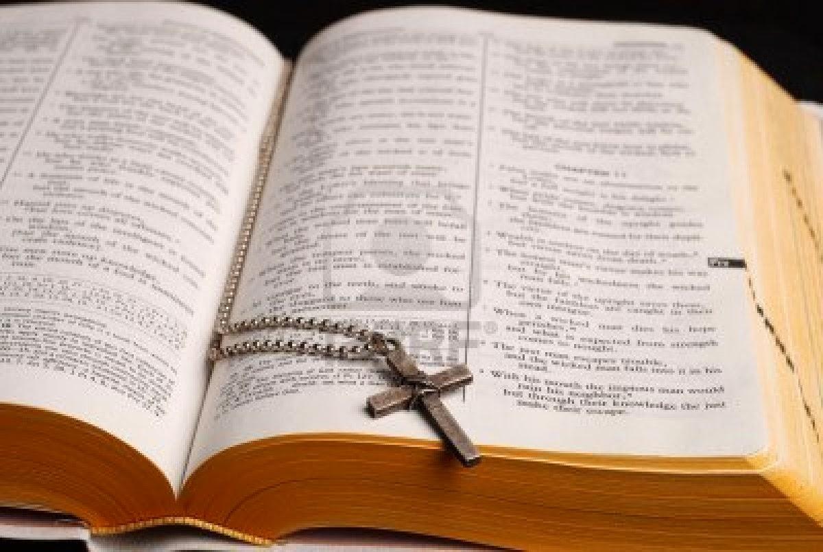 La Santa Biblia Abierta