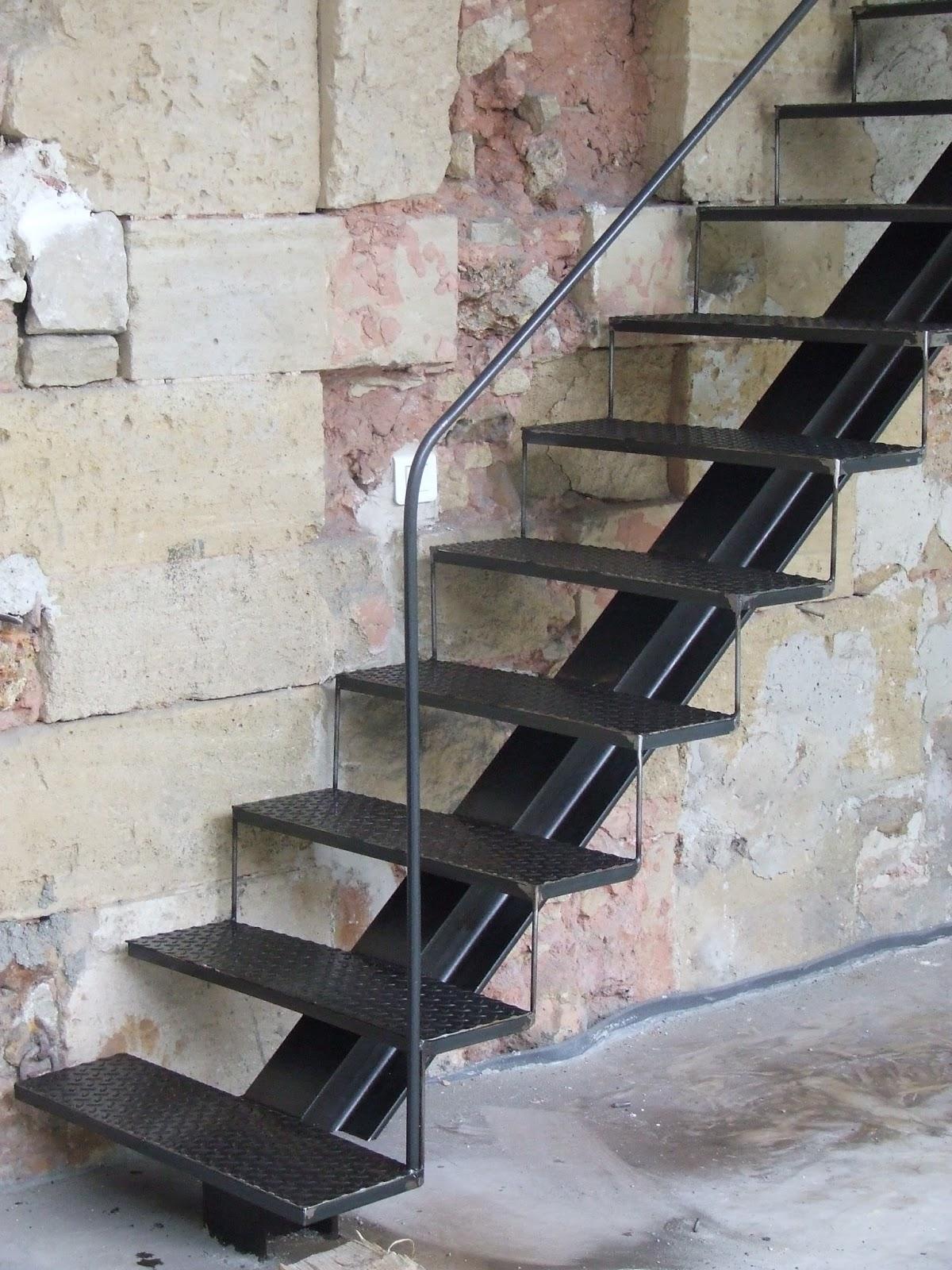 ferronnerie le fur escalier m tallique avec limon central ecquevilly 78. Black Bedroom Furniture Sets. Home Design Ideas