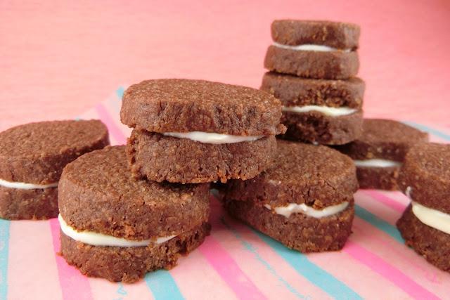 ココアクッキーサンド