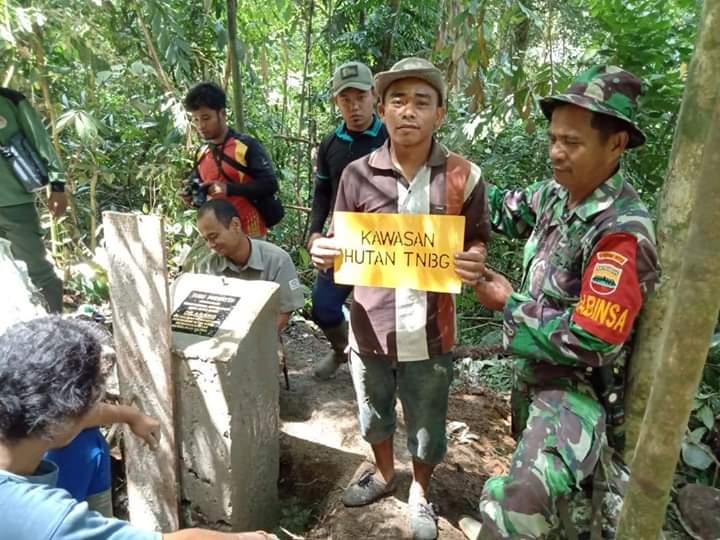 Waspadai Kebakaran, Babinsa Koramil 14/Kotanopan Bersama Polhut Gelar Patroli Hutan