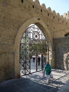 Puerta en las murallas de Bakú