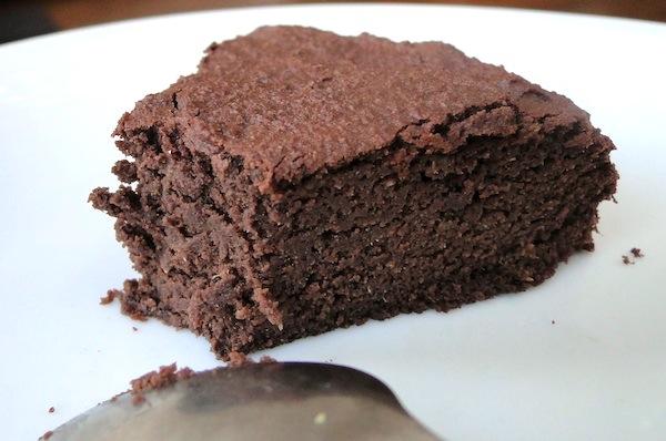 Jednostavan čoko kolač sa suvim kajsijama