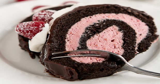 Raspberry Chocolate Swiss Roll Recipe