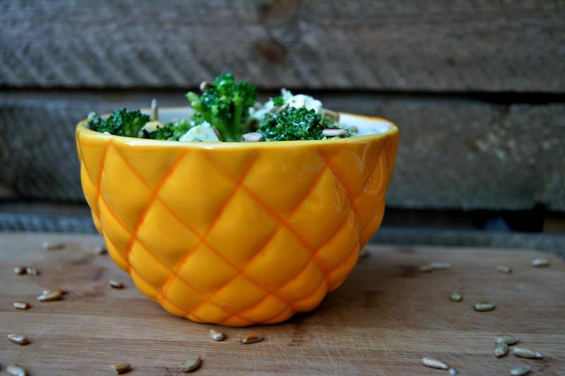 Sałatka z brokułem w roli głównej - banalnie prosta!