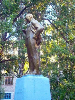 Lustige Statue - Lenin mit Handy