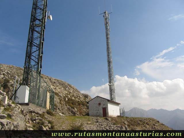 Antenas debajo del Pico La Miel