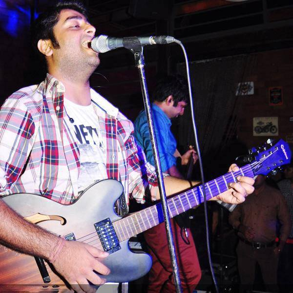 accurate guitar chords which guitar does arijit singh use