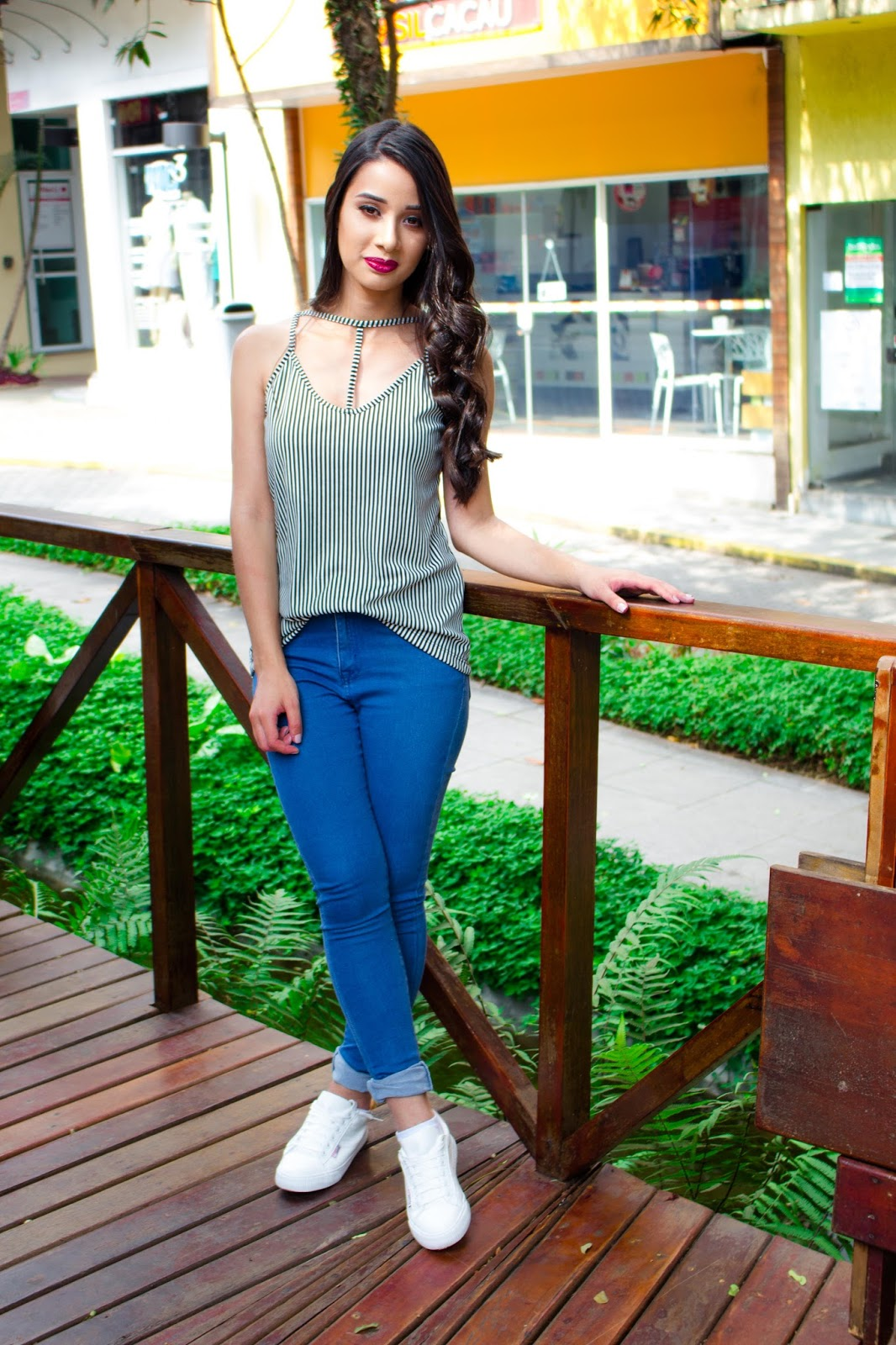 Look do Dia: Calça Jeans + Blusa com Strappy