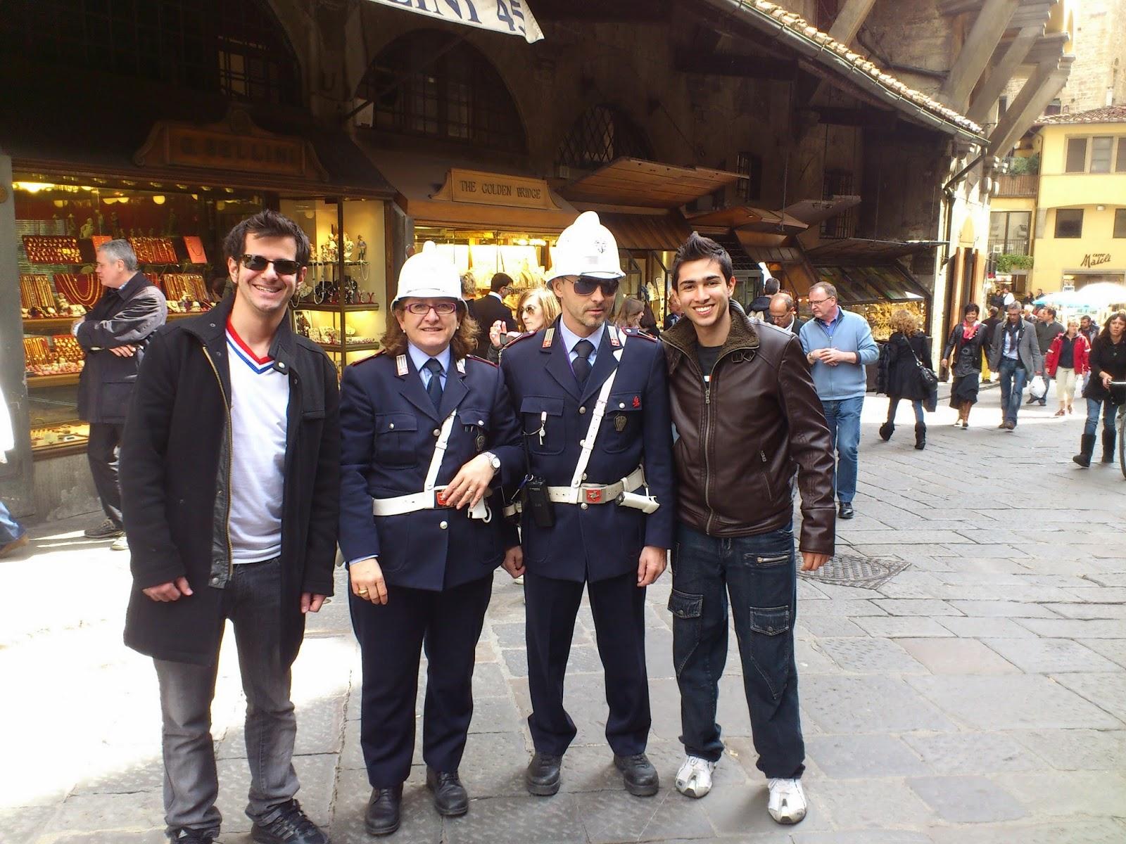 Policiais no Ponte Vecchio - Florença - Itália