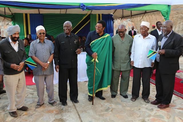 Kassim Majaliwa na Wazee wa Dodoma