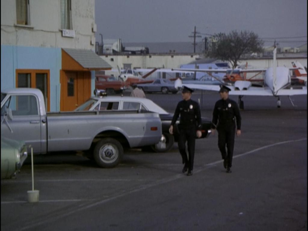 Lincoln X Ray Ida My Blog About Adam 12 Log 124 Airport Episode 18 Season 2