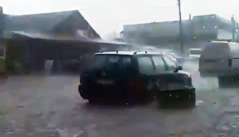 Злива у Кременці наробила лиха і перетворила частину міста у Венецію 📹