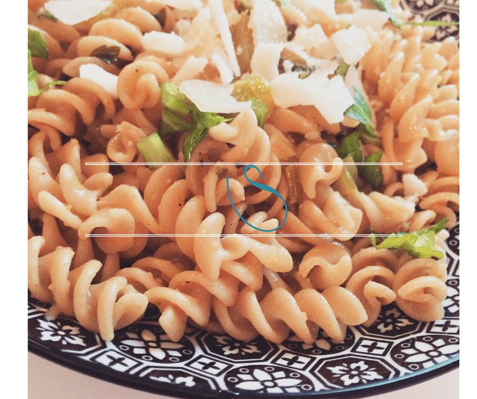 #Whole wheat pasta with celery and turmeric | Pâtes complètes au céleri et curcuma