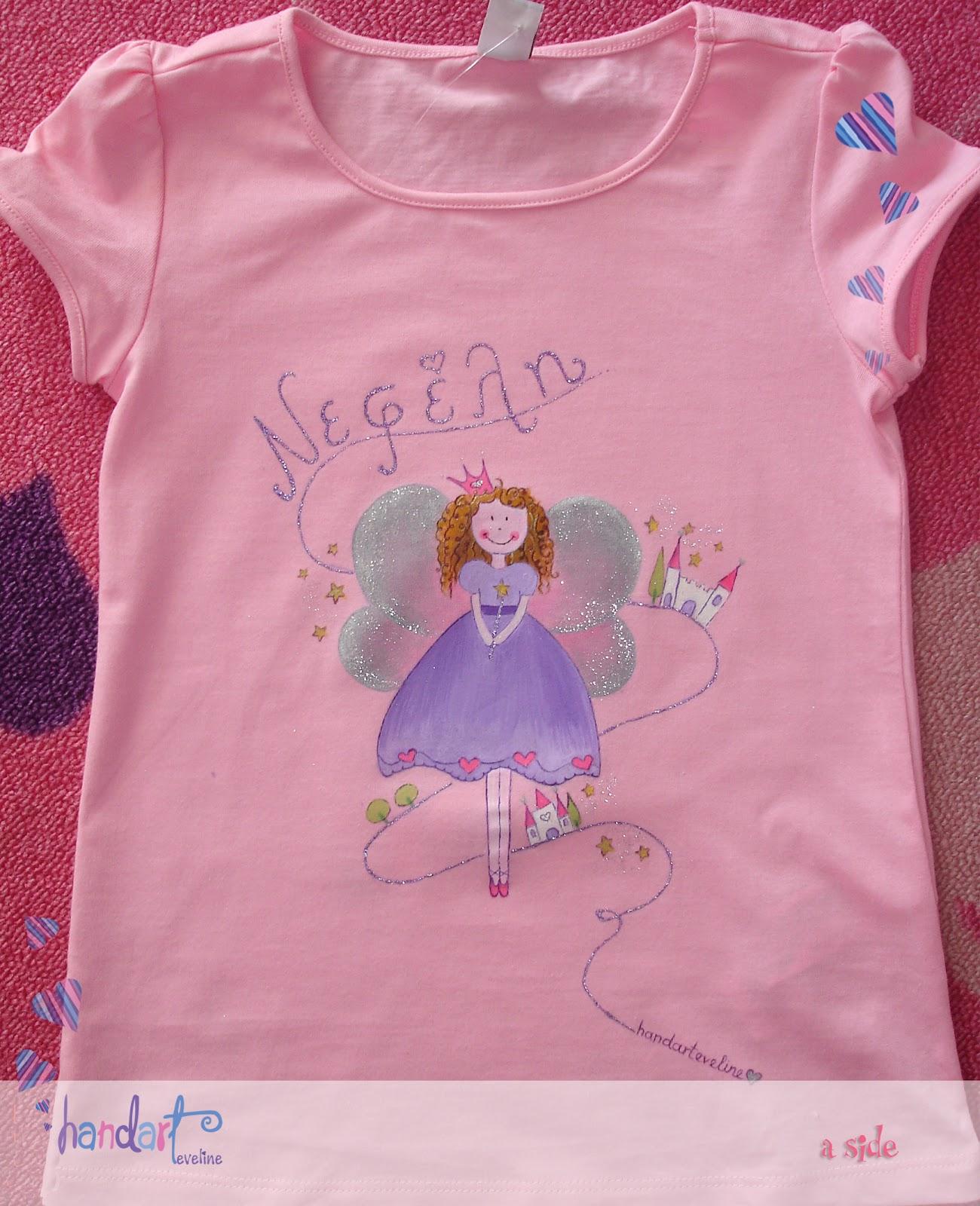 8f5c6a9681b7 Μπροστινή πλευρά από βαμβακερό μπλουζάκι ζωγραφισμένο στο χέρι με ειδικά  χρώματα για ύφασμα σε ροζ χρώμα. Επιτέλους και ένα μπλουζάκι για τη δική  μου ...