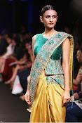 Karishma Kapoor Ramp Walk-thumbnail-5
