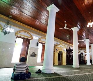 http://www.teluklove.com/2017/04/pesona-keindahan-wisata-masjid-nawier.html
