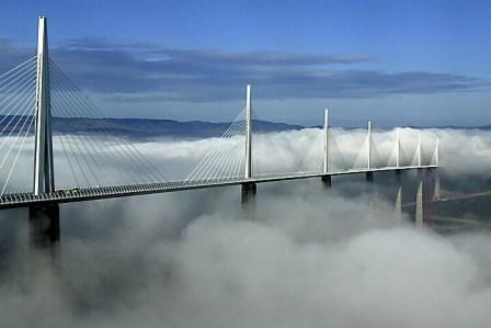 Le Viaduc de Millau Jembatan Tertinggi di Dunia yang keren