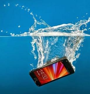 Smartphone kita Jatuh ke Genangan Air