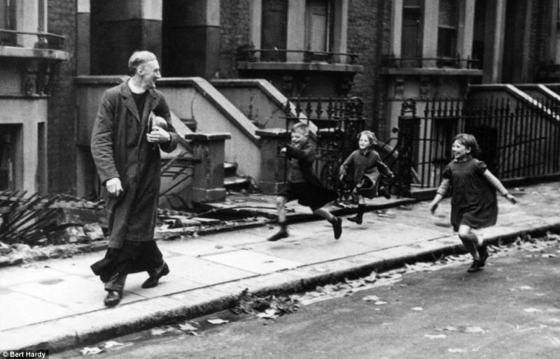 23 November 1940 worldwartwo.filminspector.com Parish Priest East End London