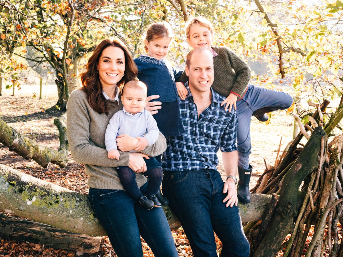 The Cambridges release adorable Christmas card