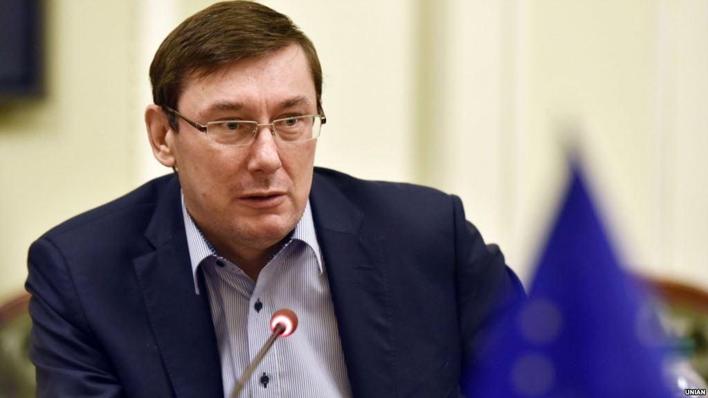 Генеральный прокурор Украины Юрий Луценко заявил, что в четверг подаст представление на снятие неприкосновенности с народного депутата Надежды Савченко.