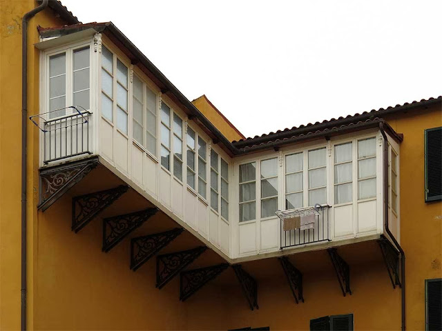 Enclosed balcony, via Bosi, Livorno