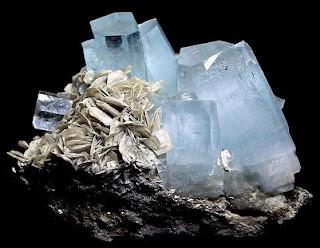 http://pl.mineraly.wikia.com/wiki/Akwamaryn