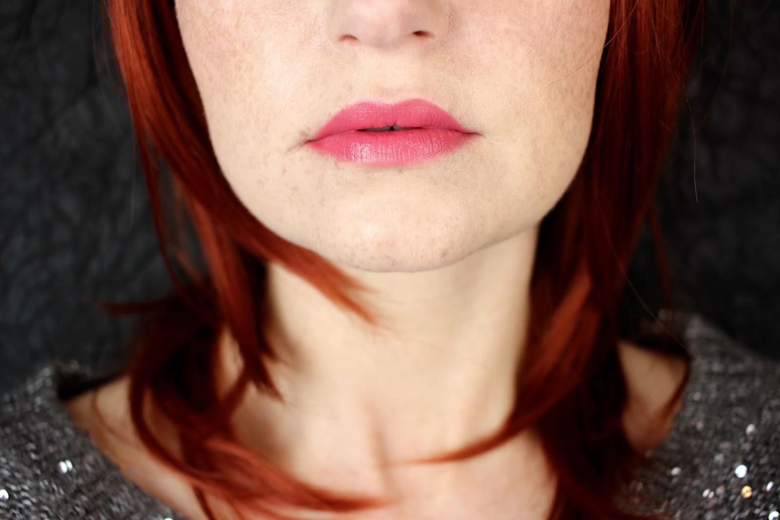 artdeco, blush, cosmetics, cremiger lippenstift, douglas, drogerie, farbtrends, fixing spray, lipgloss, Lippenpalette, lippenpinsel, lippenstift, most wanted lip palette, primer, review, rose, swatches, tragebilder,