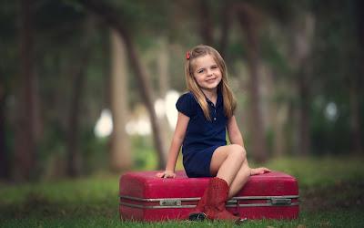 baby-sitting-on-her-trip-laugage-bag