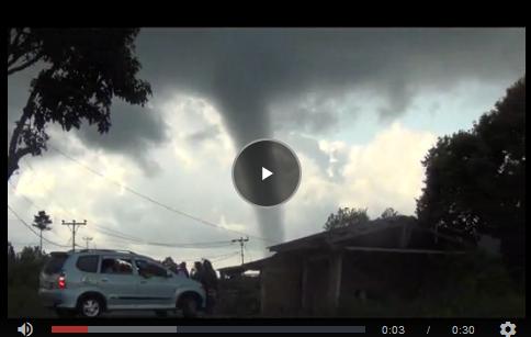 Merinding... Badai besar langsung di hentikan YESUS,ketika namanNya di panggil... berikut videonya