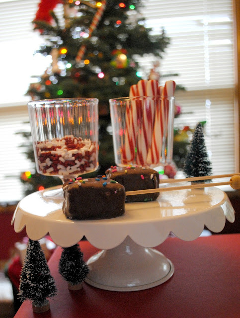 Christmas movies and hot cocoa bar on FizzyParty.com