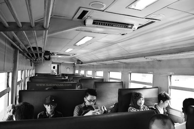 Cerita perjalanan dari Kota Bandung ke Stone Garden, Padalarang. Rute angkutan umum, harga tiket, dan apa saja yang ada di Stone Garden? baca aja ya!