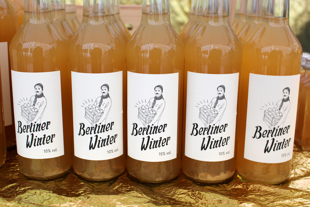 Berliner winter warm cider at the Berlin Christmas markets - travel & lifestyle blog