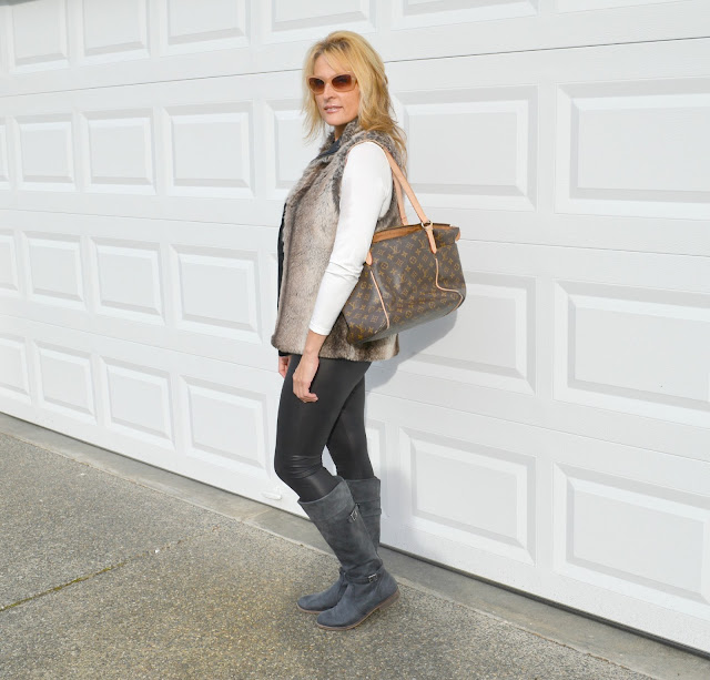 faux fur, leggings, style, fashionblogger,fashion, fiftyandfabulous,seattle, seattleblogger, middle age fashion