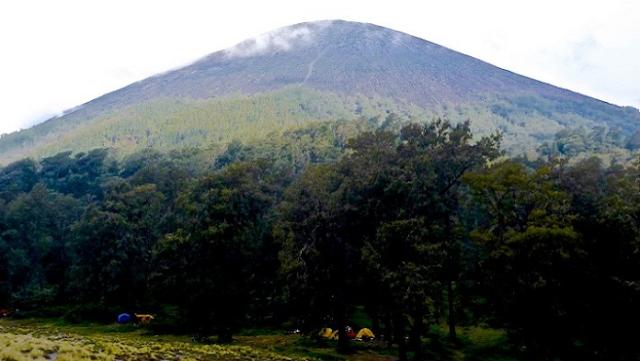 Gunung Semeru Tinggi (3.676 m )