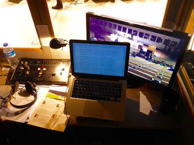 Monitor, Papier, Dolmetschpult, Info- und Notizzettel: Alles geht nicht auf den Winztisch
