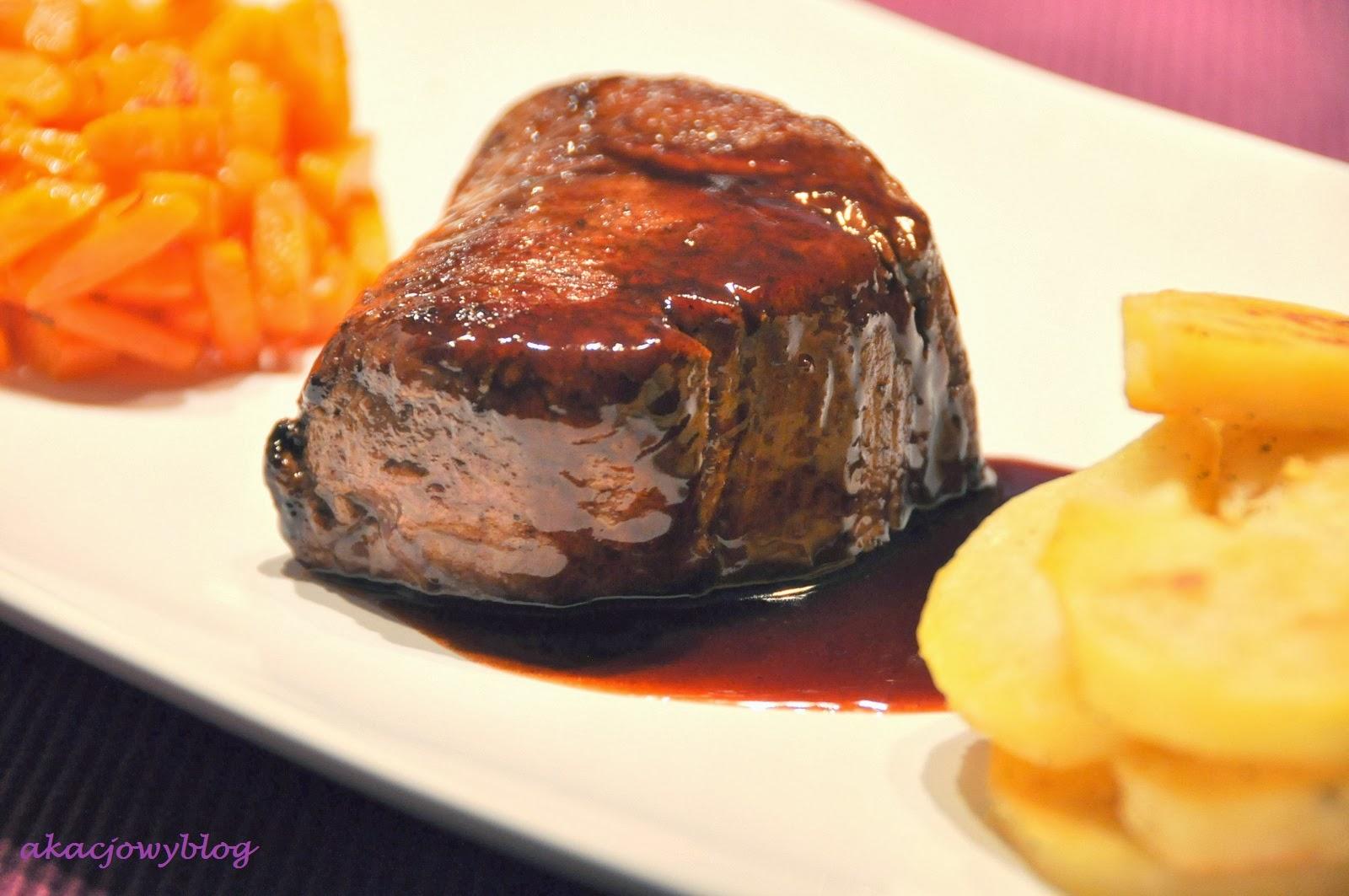 Stek z polędwicy wołowej z sosem z porto.