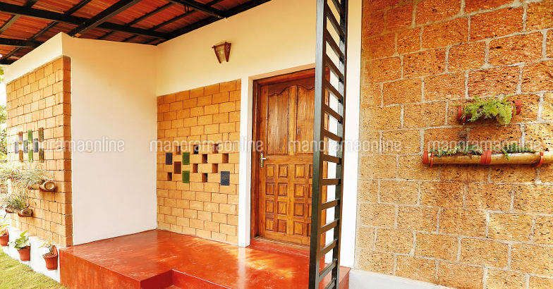Low budget kerala house for 4 lakhs with 2 bedrooms in 550 for House plans 10000 square feet plus
