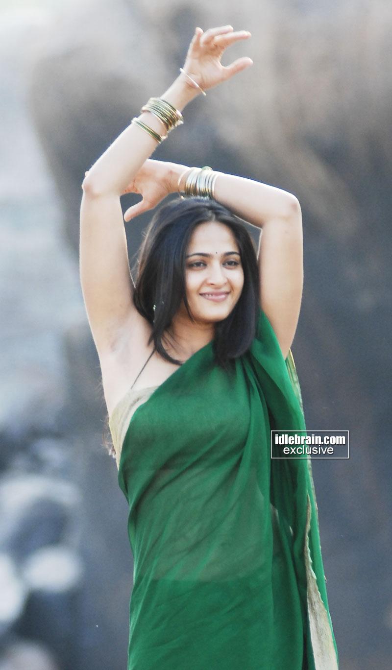 Indian Actress Desi Hot Anushka, Exposed Her Boobs-3268