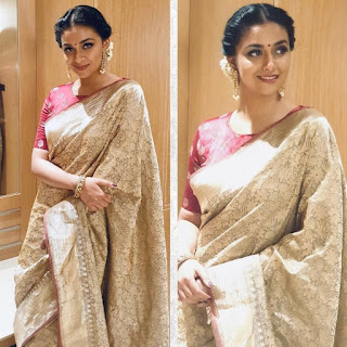 Keerthy Suresh in Saree with Cute and Lovely Smile for Going to Tsr Tv9 Awards 1
