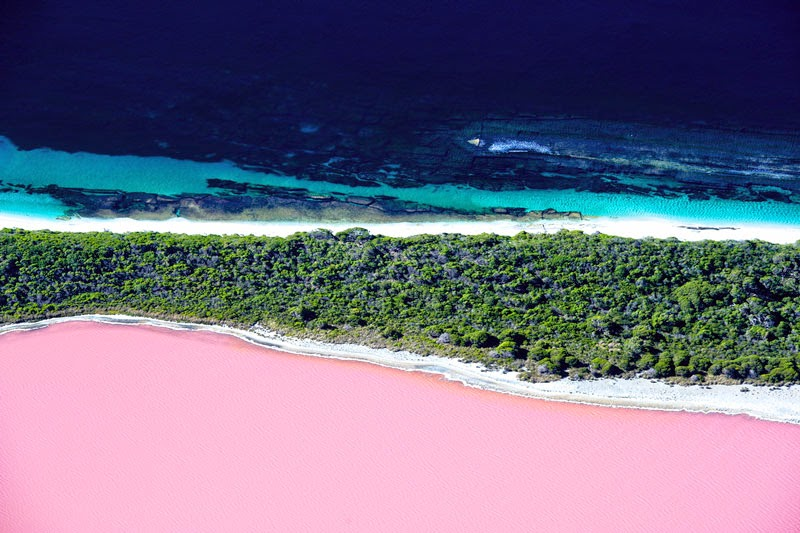 7. Lake Hillier, Western Australia - 11 Mindblowing Locations You Won't Believe Are Really on Earth