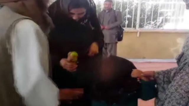 Padre afgano entrega a hija de 6 años en matrimonio por una cabra y le dan golpiza