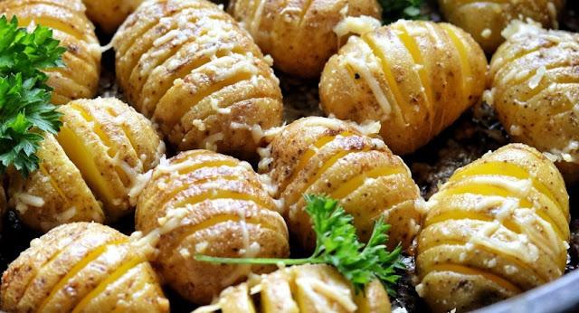 Mini garlic & parmesan hasselback potatoes #easy #vegetarian