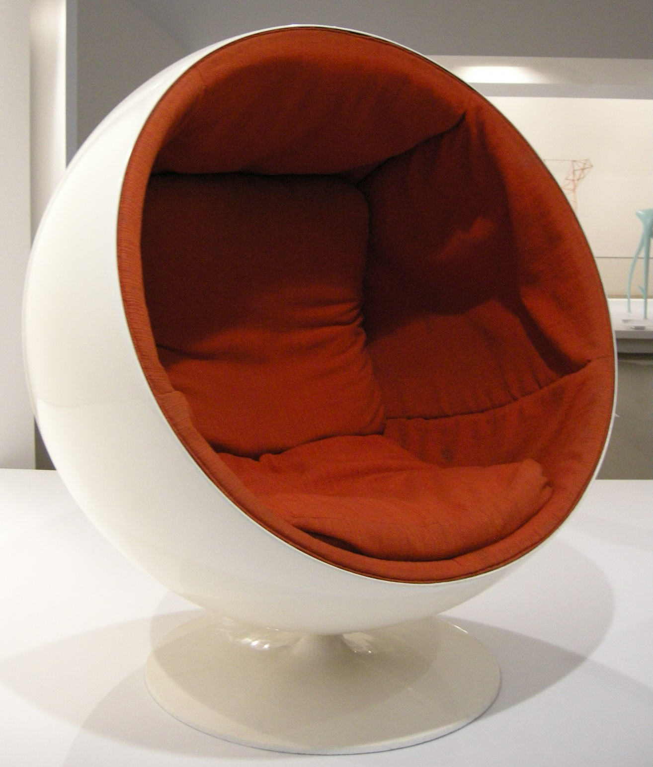 I Can Almost Guarantee You D Be The Only House On Block With A Mid Century Modern Cat Bed That Looks Remarkibly Like Eero Aarnio S Ball Chair
