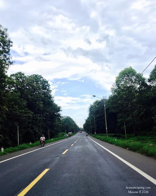 Quốc lộ 20 - con đường quen thuộc của dân Phượt, nối từ Sài Gòn lên Đà Lạt.